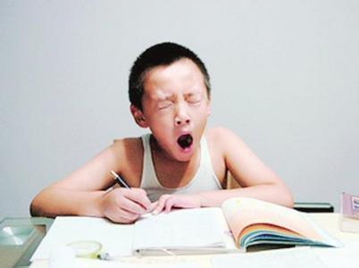 部分小学生睡眠时间不足 初中生睡眠时间长短不一 高中生晚