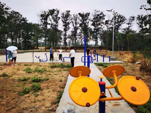 郑州市市场监管局联合爱心企业爱心人士捐建休闲健身广场